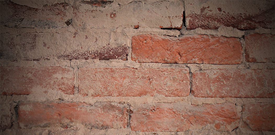 Exposed brick wall finish close up rag joint